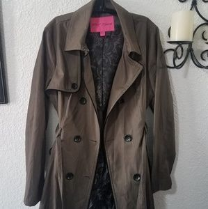 Betsey Johnston dark kacki trench coat